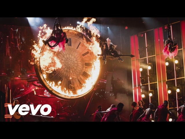 P!nk - Just Like Fire (2016 Billboard Music Awards Performance)