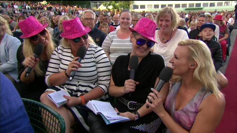 MinAllsång. Rose-Marie, Annica, Lizen, Sanna Nielsen and the audience-Aj, aj, aj.(Allsång På Skansen)
