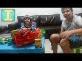 Видео для детей. Открываем подарки: машинки,монстер трак, строительный набор. Игры для мальчиков.