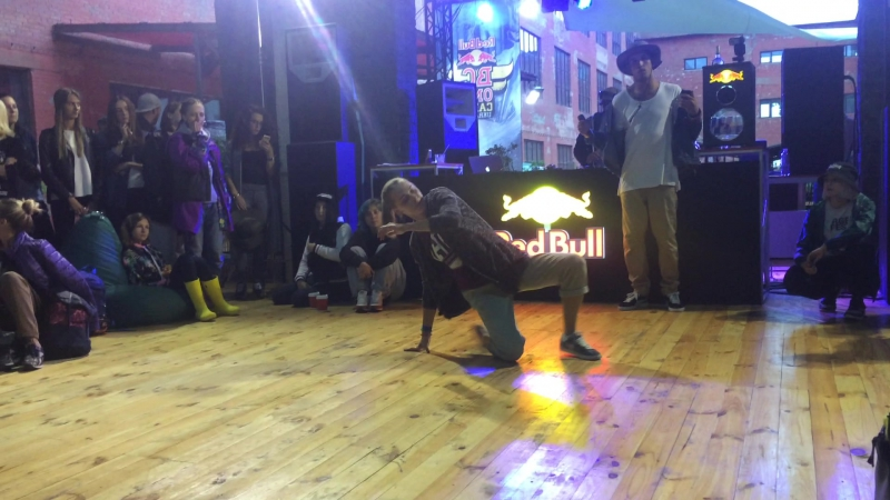 Red Bull BC one Proselection Hip-Hop 1*1 Ola-La s Air Max