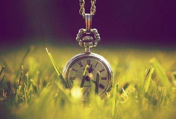 Приходит день, приходит час, и понимаешь: все не вечно.. Жизнь бессердечно учит...