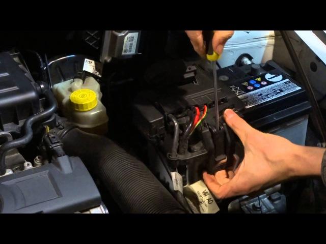 VW polo sedan / снятие аккумулятора