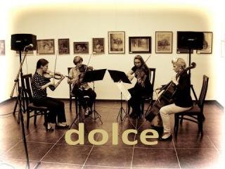 """Gudaki kvartet """"Dolce"""" na otvaranju izlobe  Udruenja ena Dositej - Tango iz filma Miris ene"""