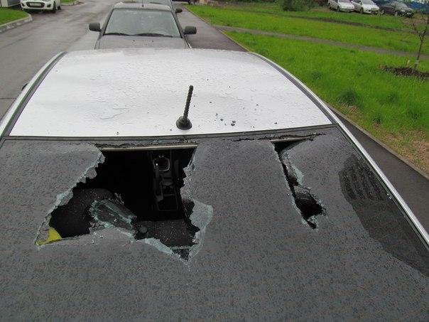 Житель Нижнекамска после ссоры с женой разбил арматурой четыре машины во дворе