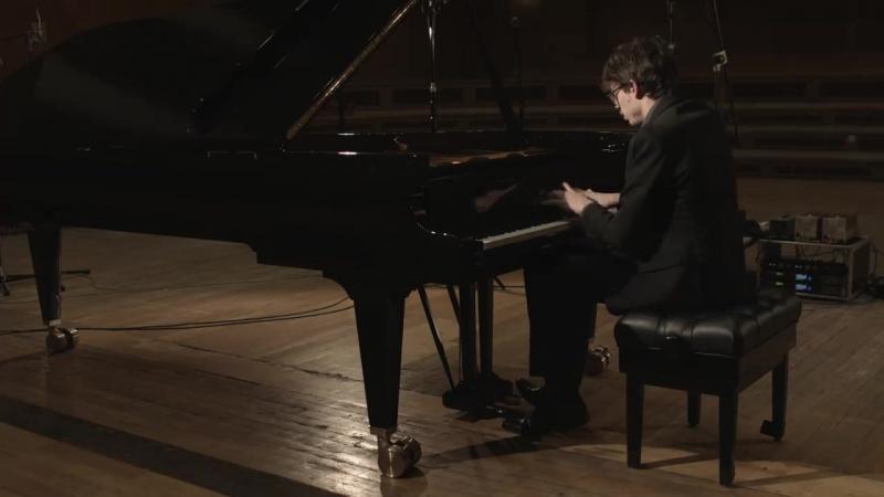 Sony Classical Ecco un video esclusivo di Lucas Debargue durante la registrazione della Sonata in La maggiore K.24 di Scarlatti.