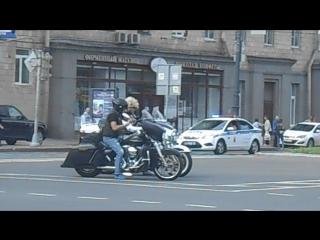 Сбежать с работы, чтобы глянуть на парад байкеров.))
