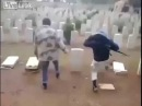 Muzułmanie niszczą groby żołnierzy polskich z II wojny swiatowej w Libii