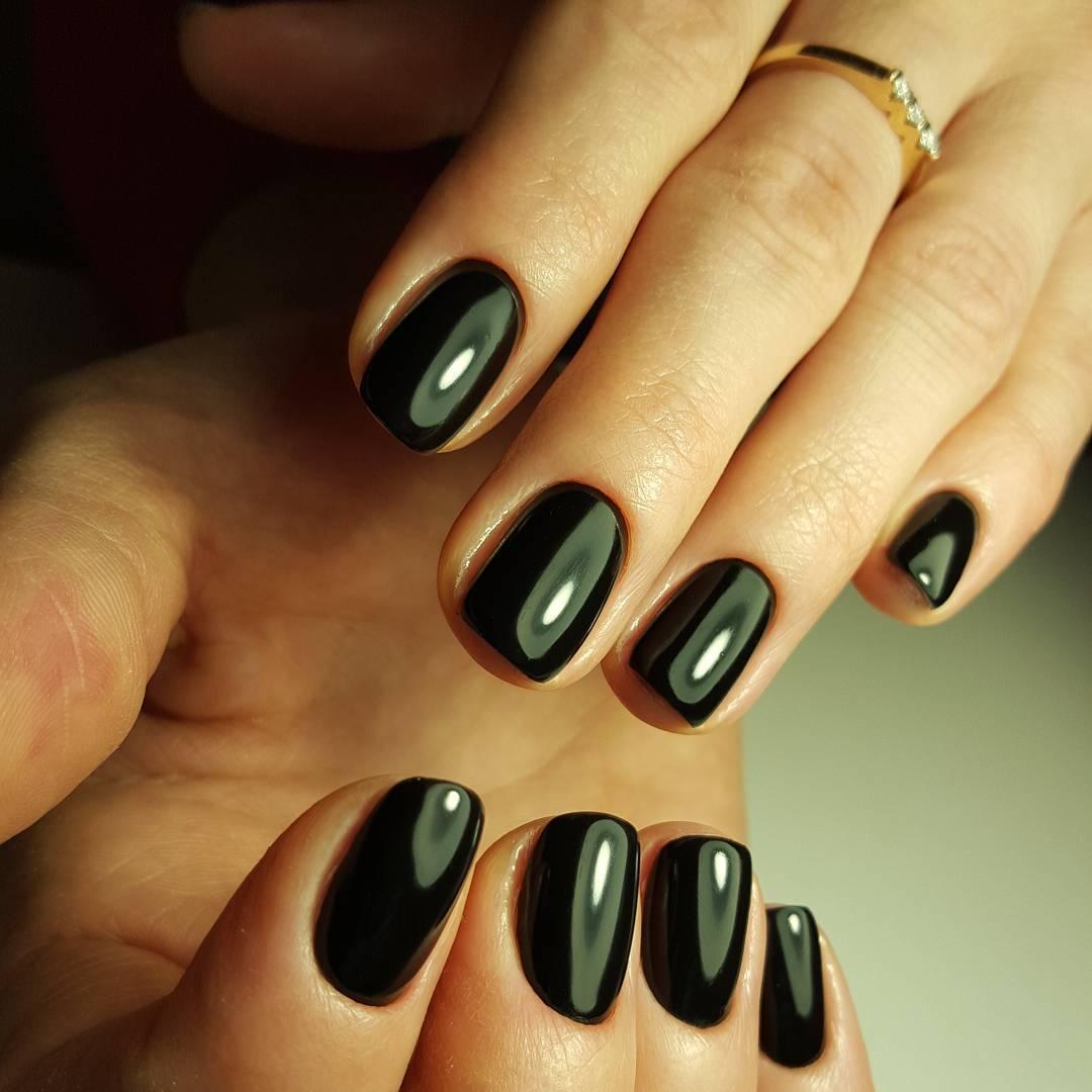 Черный лак на ногтях коротких фото