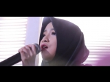 Lean On ( Cover ) - Ikatyas feat DJG - YouTube, красивая девушка поет красиво.Девушка в хиджабе