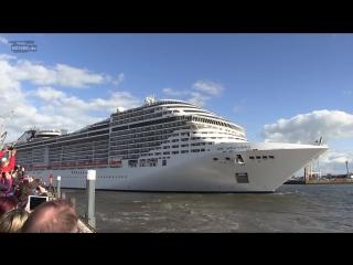 Cruise ship MSC Splendida playing music (Корабль играет музыку)