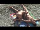 Нудистка сосет хуй на пляже