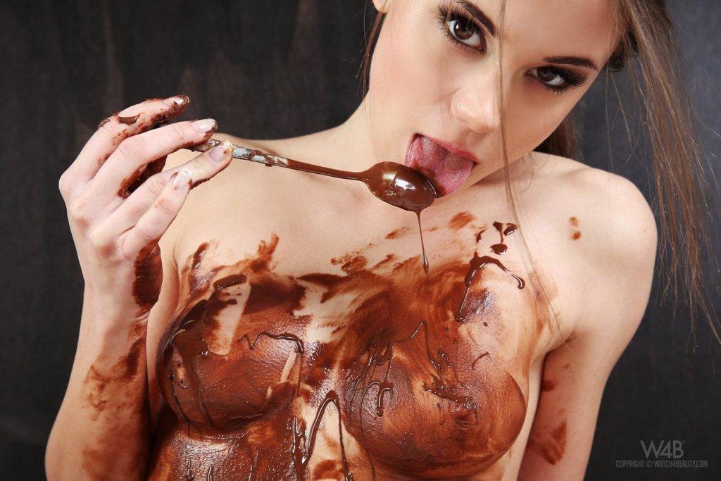 Little Caprice — Chocolate 069