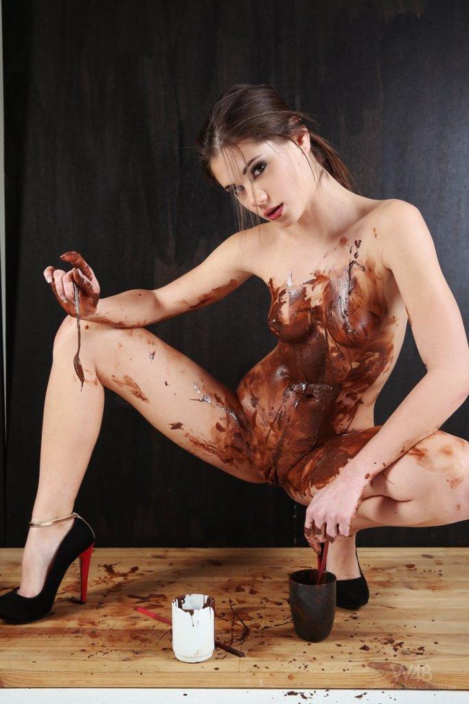 Little Caprice — Chocolate 073