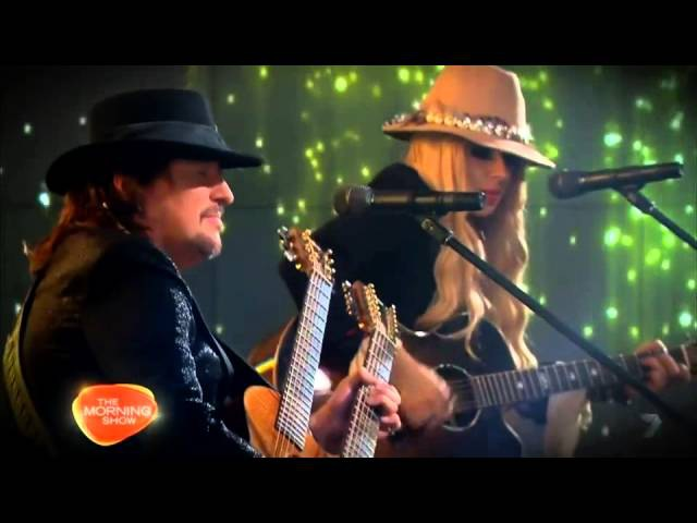 Richie Sambora and Orianthi performs Every road lead home to you
