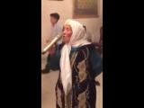 Во казашка бабушка спела