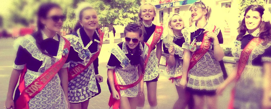 Студенты Екатеринбурга вспоминают о своей школьной жизни: девочки в женском туалете, цирк и зоопарк