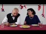 Итальянцы пробуют русские новогодние блюда :)