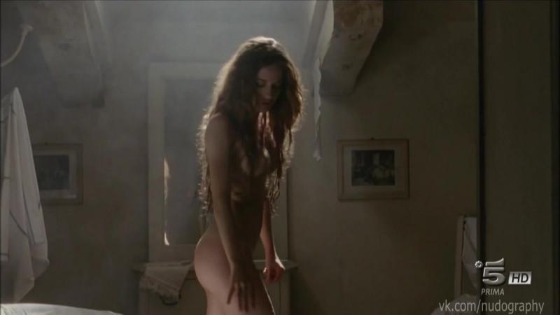 Джулия Гориетти (Giulia Gorietti) голая в сериале Тайны Борго Ларичи (I segreti di Borgo Larici, 2014) s01e04