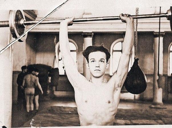 Чемпион Днепропетровска и области по боксу среди юношей Иосиф Кобзон