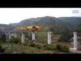 580-тонный машина-монстр строит мосты по всему Китаю