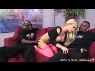 (18+ порно): развратная блондиночка: bibi noel соблазнила и трахнула двух горячих негров: