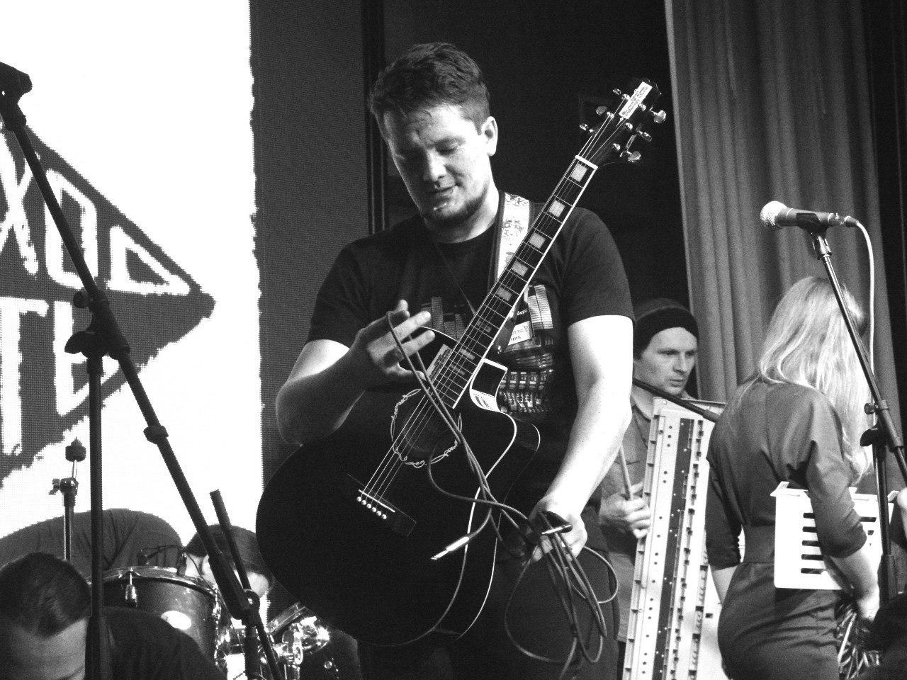 Директор студии - Дмитрий Синицын (Дмитрий-СГ Синицын), г. Тобольск, сольный концерт