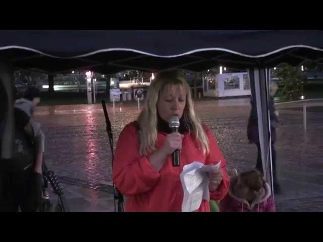 Diane Pedak (Polizeibeamtin) spricht auf der Chemnitzer Montagsdemo