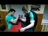 Тренировка по армрестлингу с чемпионами РБ. Обучение технике победы в конце видео.