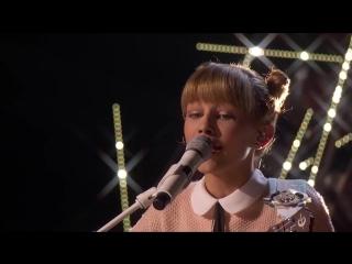 12-летняя девочка с укулеле потрясно поет песню Light The Sky