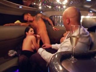 Секс вечеринки в лимузине