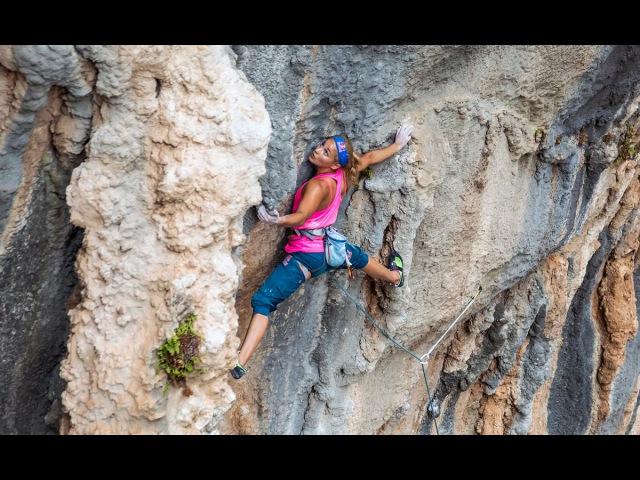 Sasha DiGiulian Climbs Crazy Trip | Xtreme Collxtion