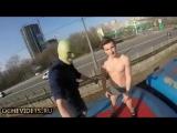 В трусах и зеленой маске: в Киеве зацеперы снова покатались на крыше поезда метро
