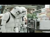 Как двух штурмовикам из Звёздных войн убить время в магазине / Shopping with Stormtroopers  / М-видео