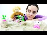 Играем с кинетическим песком. Видео для детей с игрушками.