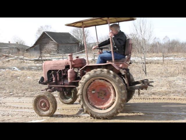 Я катаюсь на антикварном тракторе ДТ-20.