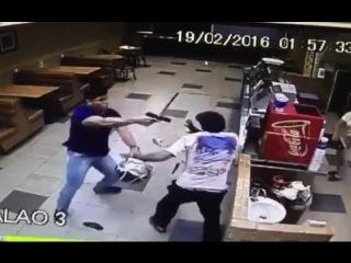 Agente penitenciário surpreende e desarma ladrão durante assalto em lanchonete no DF