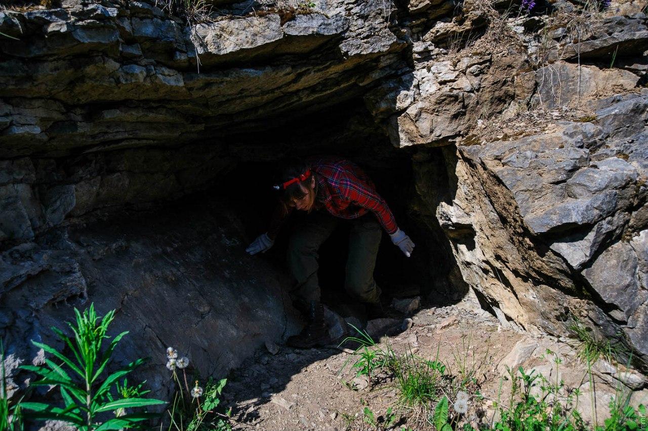 У пещеры Лабиринт (Расик)