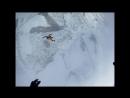 Тренировочные прыжки начинающих спортсменов парашютистов.