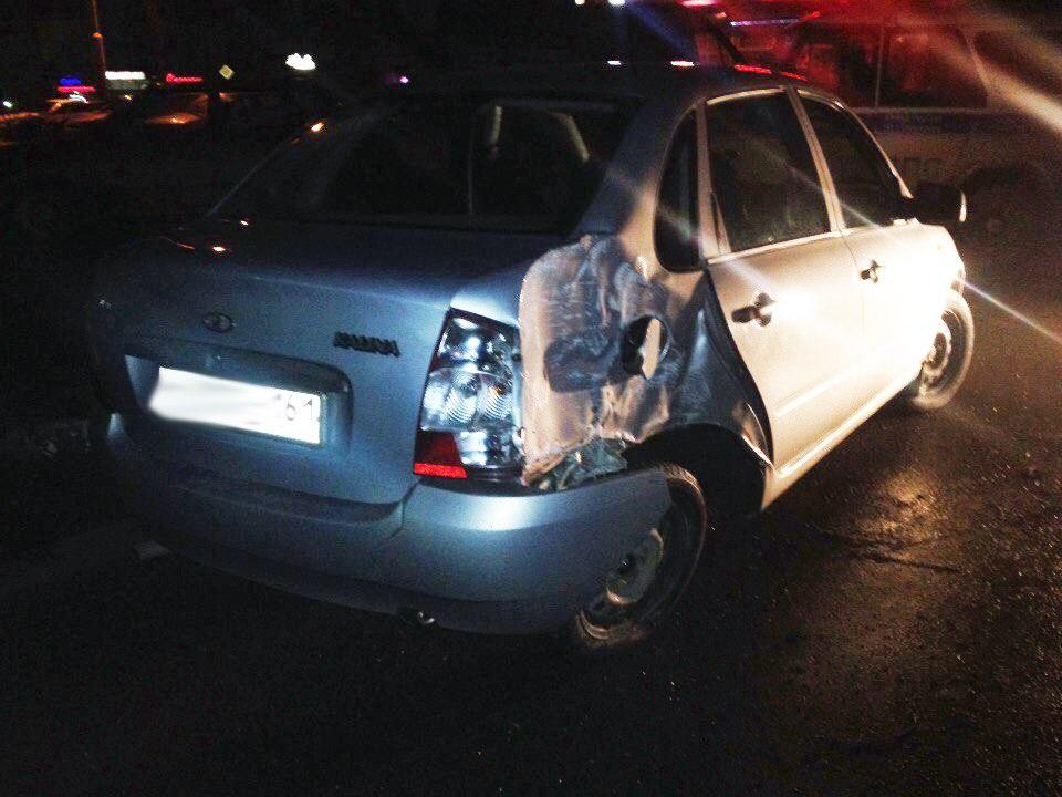 В Таганроге водитель Lada Kalina на большой скорости врезался в столб