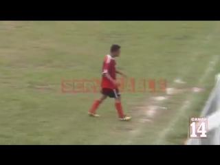 Гватемальский футболист навешал судье за красную карточку