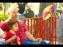 Халит Эргенч и Бергюзар Корель с сыном Али на пикнике в парке Бебек