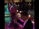 Энергичный танец Тома Хиддлстона и Тейлор Свифт