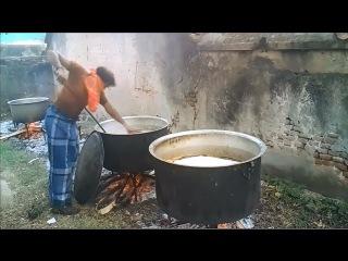Индийские мусульмане готовят еду на 200 человек. Уличная еда в Индии