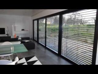 visite anim e d 39 une maison contemporaine d 39 architecte toit plat. Black Bedroom Furniture Sets. Home Design Ideas