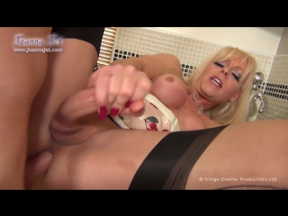 ▶_shemale_joanna_jet_has_fun_with_delivery_guy_free_hd