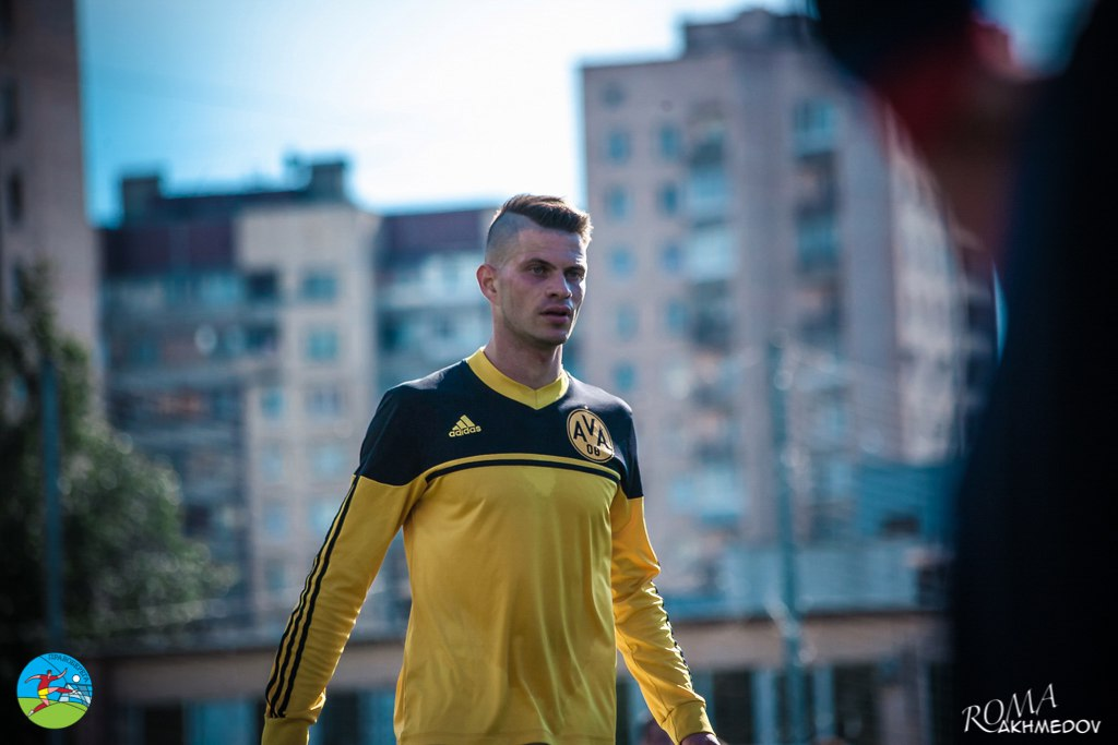 Форвард желтых Владимир Петров, обновив имидж, так и не сумел помочь своей команде во встрече 14-го тура против АлександРивера, покинув поле без забитых голов или отданных голевых передач.