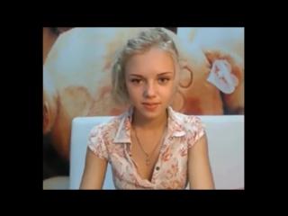 Красотка блондиночка раздевается перед вебкой (не полная версия)