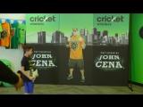 Джон Сина разыгрывает фанатов