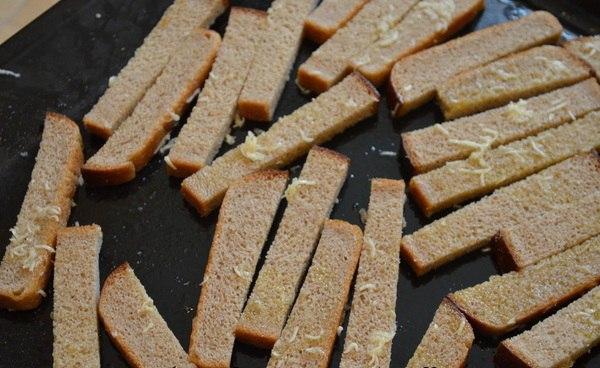 Как сделать сухарики дома с чесноком