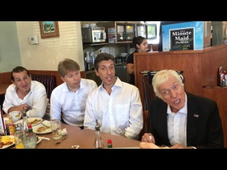 Dick Van Dyke and the Vantastix surprise a crowd at Denny's in Santa Monica.
